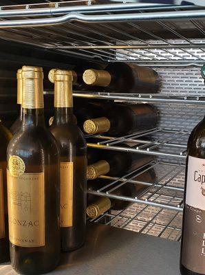 Wir schaffen Übersichtlichkeit und Ordnung im Weinschrank